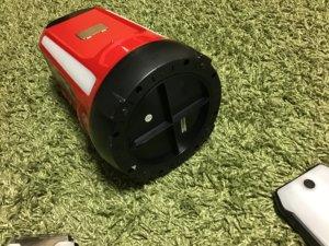 コールマンLEDランタン 床の電池口