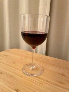 割れないワイングラス 赤ワインを入れてみた